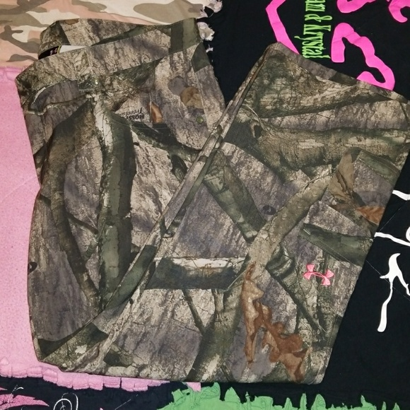 7ced2a22a Women's Under Armour mossy oak treestand camo pant.  M_5b9a9920aa8770cf73c178fb